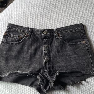 HBW Women's Levi's black shorts